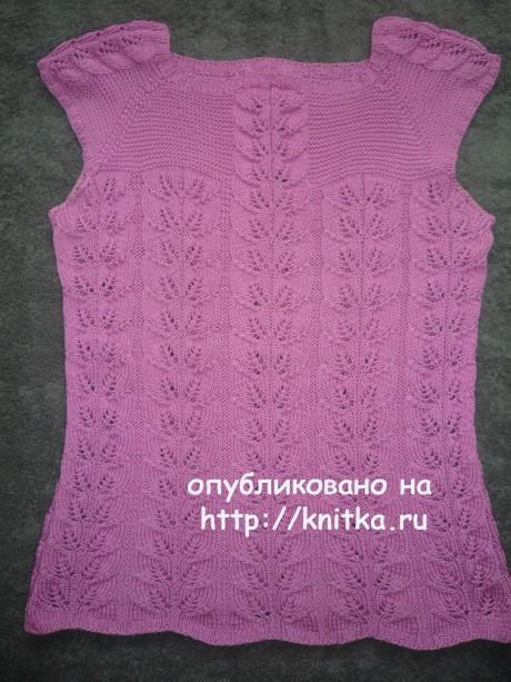 Женский топ с ажурными полосами из листьев вязание и схемы вязания