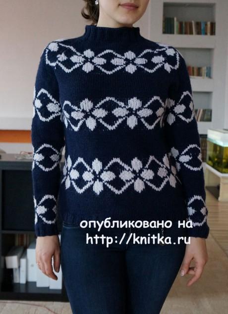 Женский свитер спицами. Работа Марии. Вязание спицами.