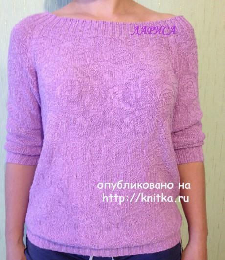 Женский пуловер спицами с вырезом лодочка