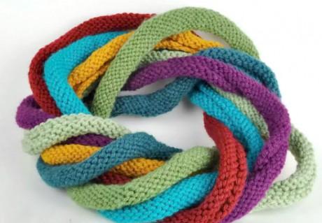 фото вязаного детского шарфа