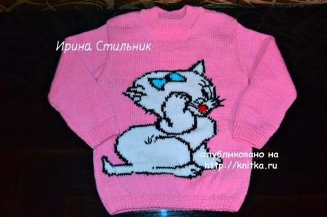 Красивый свитер с кошечкой для девочки. Работа Ирины Стильник. Вязание спицами.