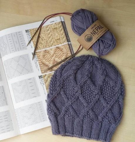 фото вязаной шапки спицами