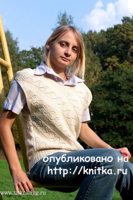 Жилет с ажурным узором, угловое полотно. Работа Татьяны Родионовой. Вязание спицами.