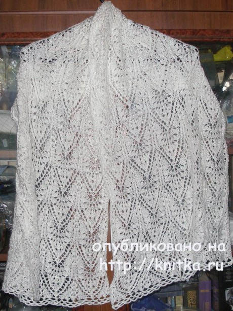 Белый ажурный шарф - палантин спицами