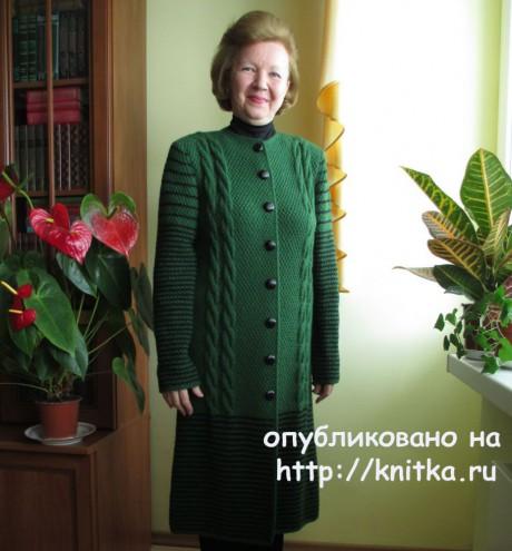Вязаное спицами пальто. Работа Светланы Якимовой. Вязание спицами.