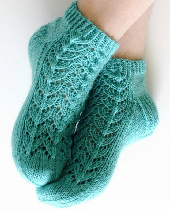 Носочки с узором елочка спицами, Вязание для детей