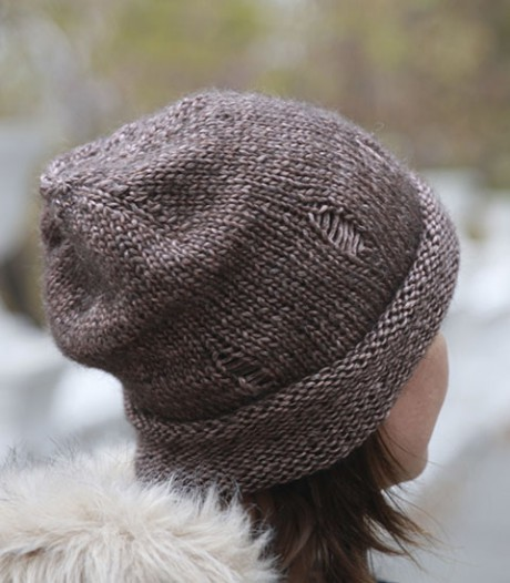 шапка с дырками, шапка с рваниной