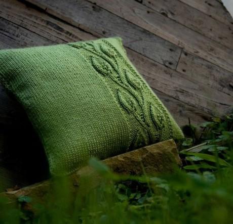 подушка спицами с листьями