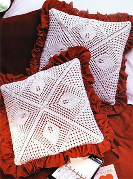фото ажурной подушки спицами