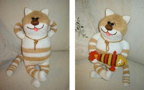 вязаный спицами кот