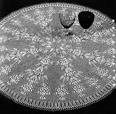 круглая ажурная скатерть спицами
