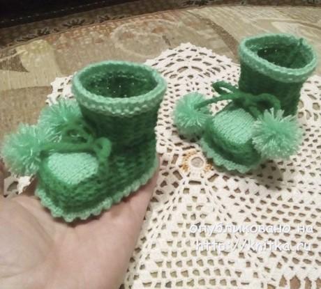 Шапочка и пинетки спицами. Работы Елены Шляковой вязание и схемы вязания