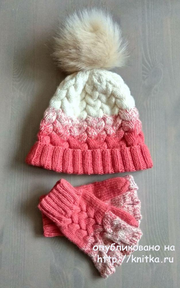 комплект шапочка и митенки с градиентом и косами работа александры