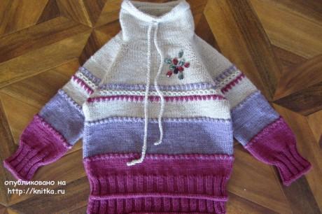 Великолепный свитер для девочки спицами. Работа Наталии Левиной. Вязание спицами.