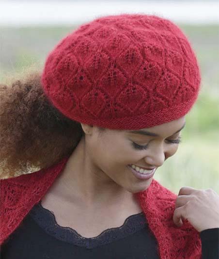 Ярко - красный берет спицами для женщин