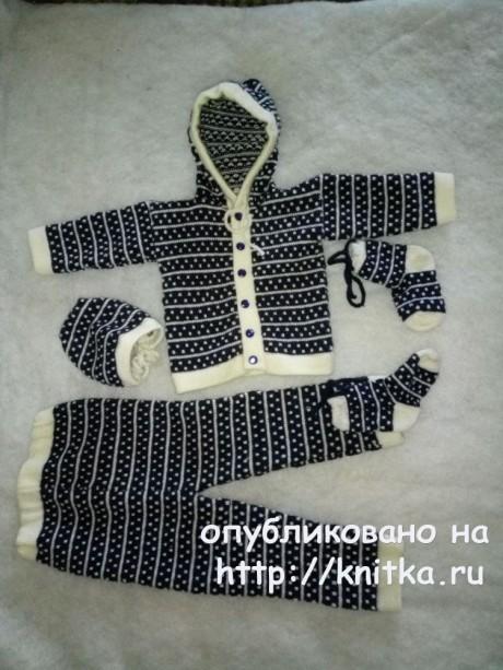 Костюм для новорожденного мальчика. Работа Ивановой Людмилы. Вязание спицами.