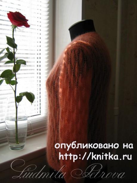Женский джемпер из мохера. Работа Людмилы Петровой вязание и схемы вязания