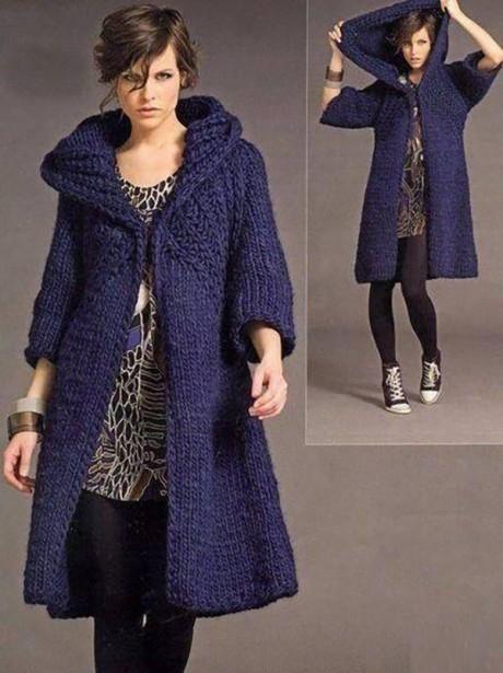 Синее пальто спицами с капюшоном для женщин