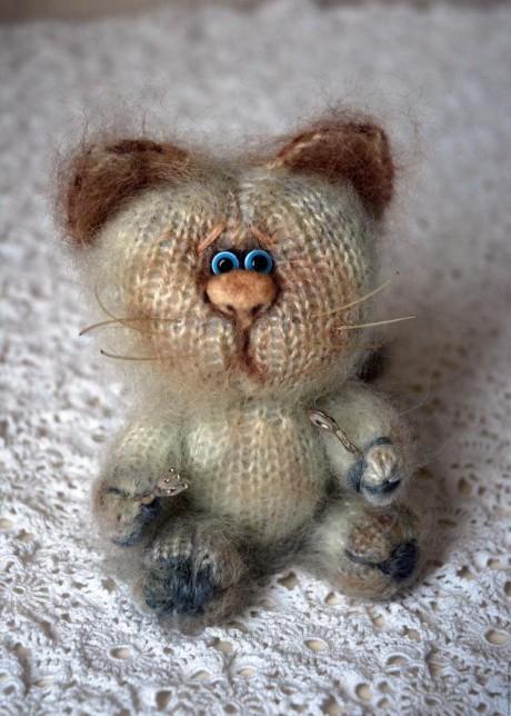 Игрушка кот Мартовский спицам