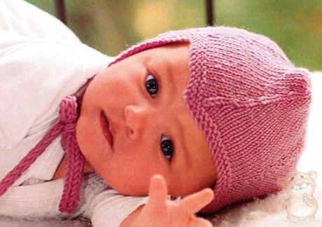 Отличная модель шапочки спицами для новорожденного малыша