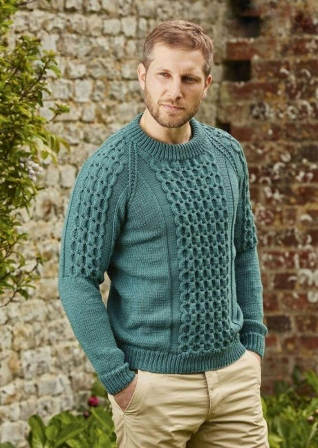 Вяжем спицами мужской свитер с фантазийными узорами