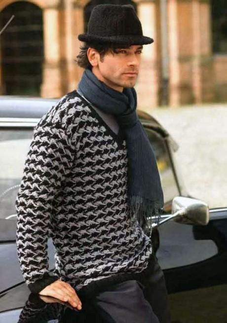 Мужской пуловер спицами с узором из снятых петель