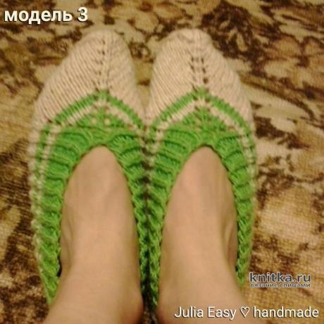 Следки связаны спицами с зелеными полосками. Работа Julia Easy вязание и схемы вязания