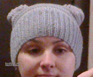 Серая вязаная шапка с полосками. Работа Валерии вязание и схемы вязания