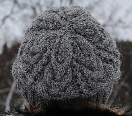 Легендарная шапка Звезда Рока связана спицами