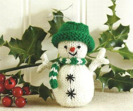 Снеговик в зеленой шляпе