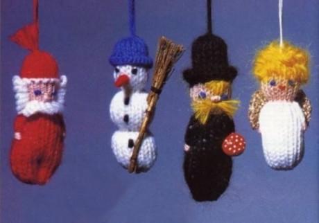 Снеговик на ёлку спицами