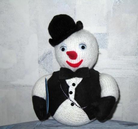 Снеговик джентльмен на спицах!