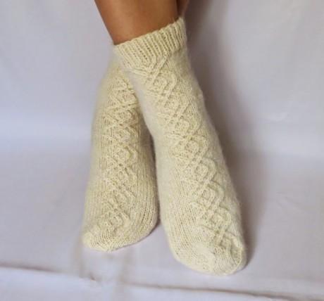 Как связать шерстяные носки на 5 спицах. Вязание спицами.