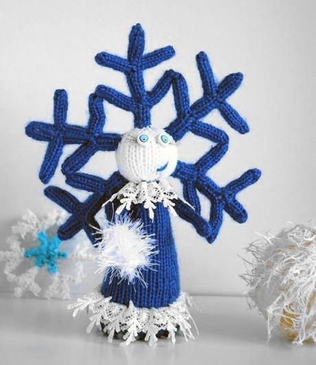 Новогодняя девочка - снежинка спицами
