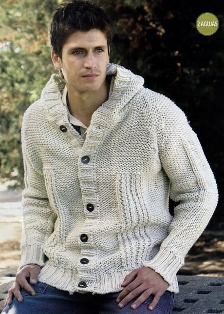 Мужская куртка с капюшоном связана спицами