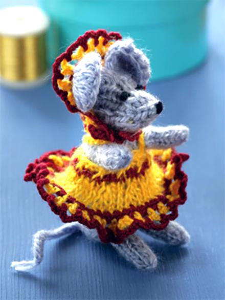 Вязаная игрушка маленькая мышка спицами - символ 2020 года
