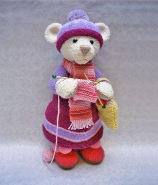 Мишка - рукодельница