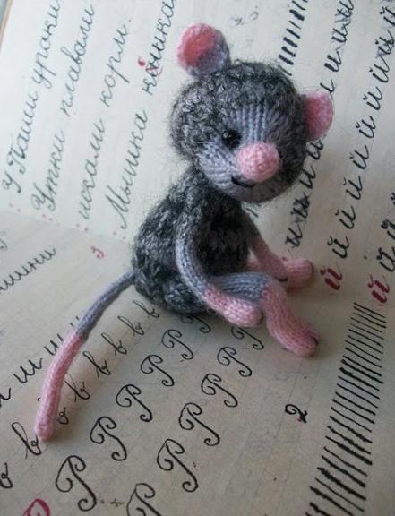 Мышонок Юрка спицами (символ 2020 года)