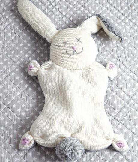 Подушка Заяц спицами