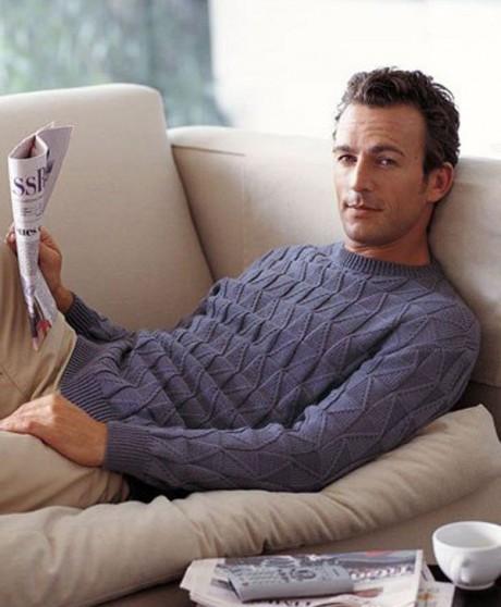 Вяжем мужской пуловер с рельефными узорами