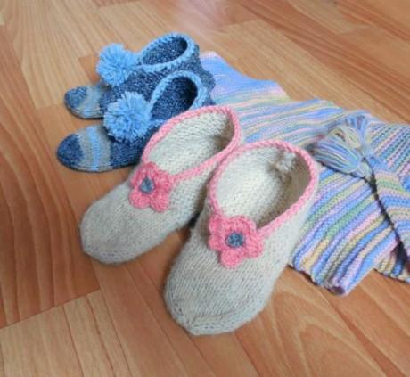 Детские следки – тапочки спицами