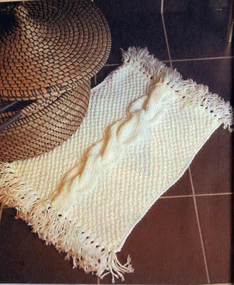 Белый коврик с косой спицами