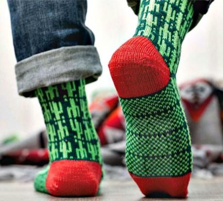 Мужские носки спицами с жаккардом Кактус пустыни