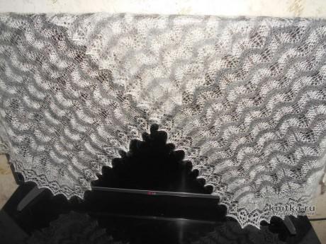 Вязанный спицами палантин из козьего пуха. Работа Нины Ивановны. Вязание спицами.