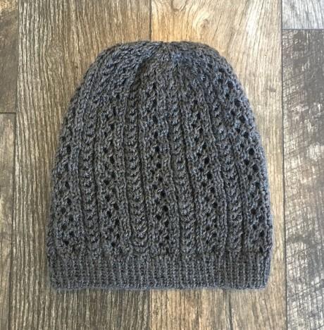 Как связать шапочку спицами на осень