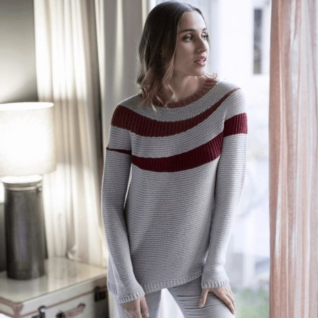 Теплый пуловер с кокеткой