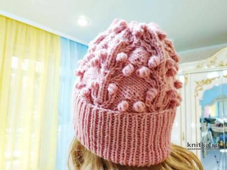 Женская шапка с узором шишечки. Работа Светланы Лосевой вязание и схемы вязания