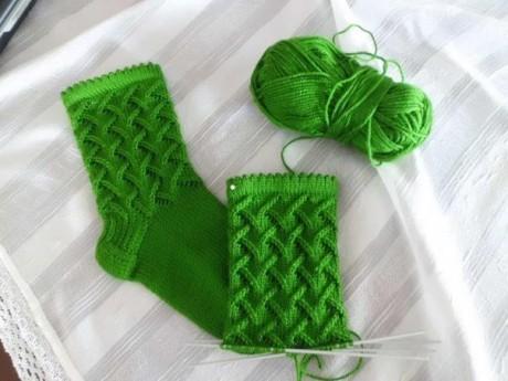 Красивый узор ЕЛОЧКИ спицами для носков и шапочек