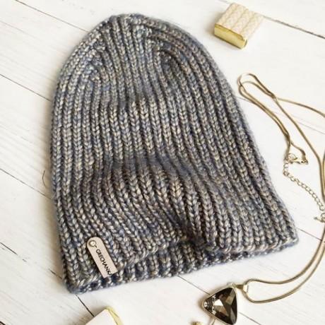 Модная шапка спицами, бесплатное описание
