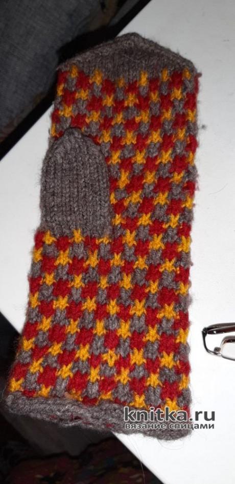 Варежки с трехцветным узором. Работа Галины. Вязание спицами.